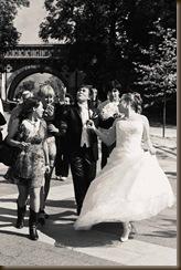 Платье невесты на прогулке без проблем