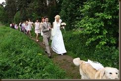 Помощник на свадьбе впереди всех