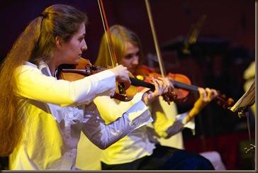 Артисты на вечеринке скрипки