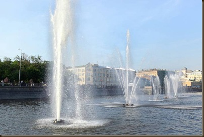 Много фонтанов в Москве