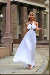 Невеста в легком платье белом